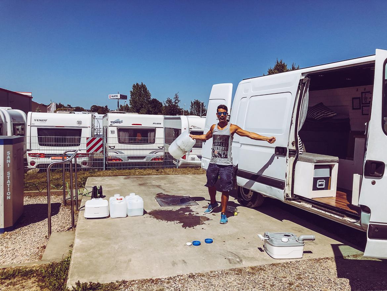 Byta gråvatten campervan