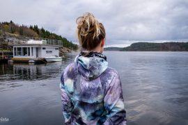 explorista träningskläder vid hav
