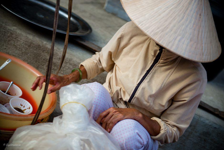 vietnamesisk kvinna med hatt