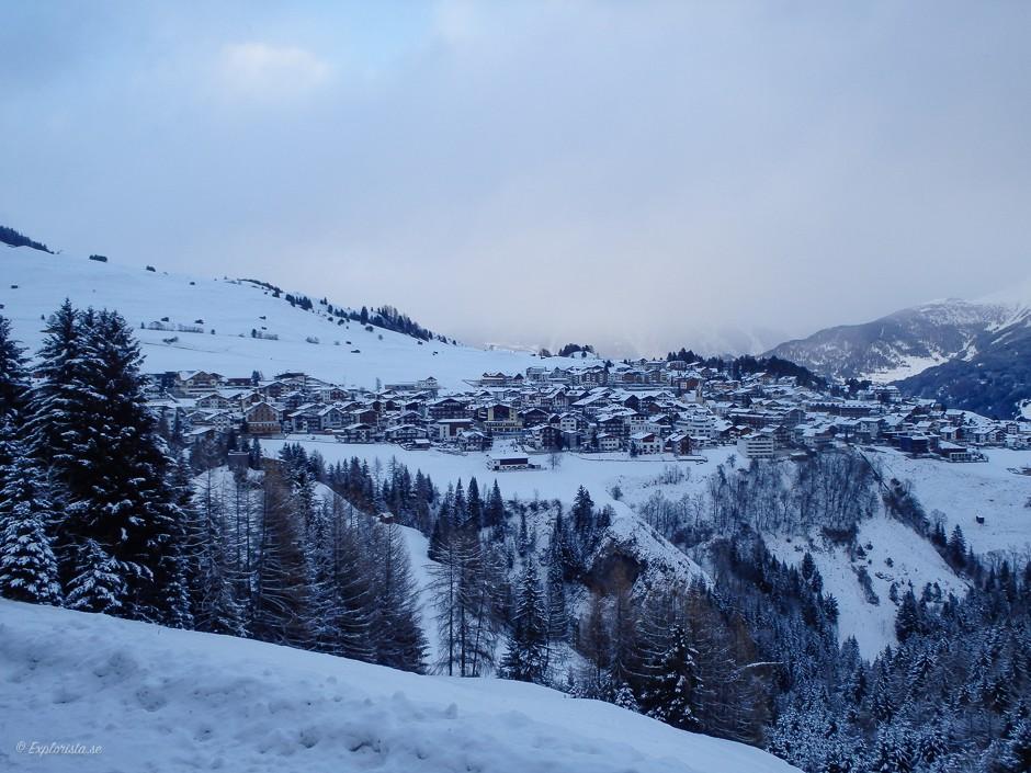 utsikt över alpby