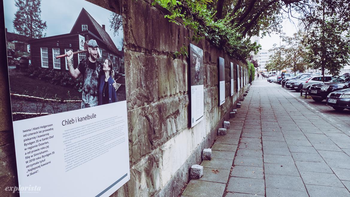 utställning på vägg